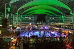 圣诞节市场在慕尼黑机场,德国 库存图片