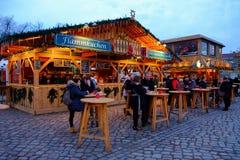 圣诞节市场在晚上 柏林,德国- 08 12 2016年 库存照片