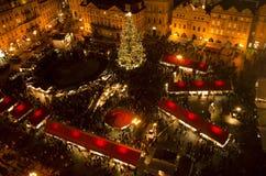 圣诞节市场在老镇中心在布拉格 库存照片