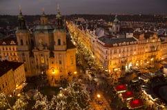 圣诞节市场在老镇中心在布拉格 免版税库存照片