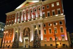 圣诞节市政厅的照明设备装饰在莫斯科,俄罗斯 图库摄影