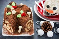 圣诞节布什de Noel -自创巧克力圣诞柴蛋糕, Chri 图库摄影