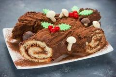 圣诞节布什de Noel -自创巧克力圣诞柴蛋糕 免版税库存照片