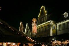 圣诞节带领了霓虹灯星和xmas树在历史cit 库存图片