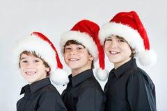 圣诞节帽子的兄弟 免版税图库摄影