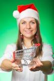 圣诞节帽子的女孩在一个绿色背景 库存照片