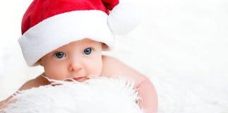 圣诞节帽子的新出生的婴孩 免版税库存图片