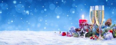 圣诞节庆祝的香宾 免版税库存图片