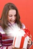 圣诞节开放礼品的魔术 库存图片