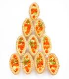 圣诞节开胃菜果子馅饼充塞了红色鱼子酱和黄油-系统网络体系 免版税库存照片