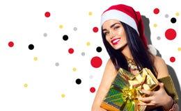 圣诞节式样女孩 拿着礼物的性感的圣诞老人 免版税库存图片
