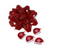 圣诞节弓和圣诞老人tuque 免版税库存图片