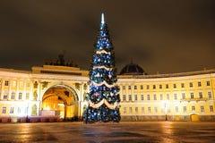 圣诞节彼得斯堡圣徒结构树 库存照片