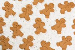 圣诞节微笑的姜饼人 库存照片