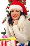 圣诞节微笑的结构树妇女 免版税库存照片