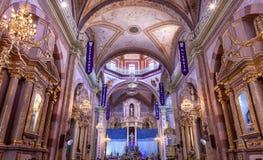 圣诞节成拱形大教堂Parroquia德洛丽丝Hidalalgo墨西哥 免版税库存图片