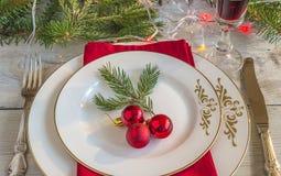 圣诞节或新年晚餐的欢乐餐位餐具 库存图片