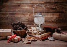 圣诞节或新年礼物 在木背景的假日decorationt 库存图片