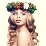 圣诞节或新年模型妇女 逗人喜爱的面孔,金发 免版税库存照片