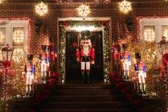 圣诞节房子装饰光显示在Dyker高度郊区布鲁克林邻里  库存图片