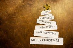圣诞节手工制造树 黄色星形 减速火箭的样式设计,拷贝空间 Minimalistic样式新年 卡片设计  图库摄影