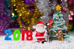 圣诞节扶植在圣诞节雪原背景w的装饰 图库摄影