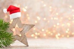 圣诞节担任主角与圣诞老人帽子的装饰 葡萄酒背景 库存图片