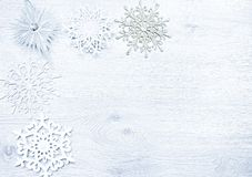 圣诞节新年度 圣诞节玩具,在木的雪花 库存照片