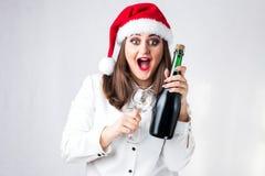 圣诞节新年概念 在圣诞老人帽子的模型XXL有champai的 库存照片