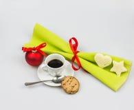 圣诞节早餐用在白色背景的意大利浓咖啡 图库摄影