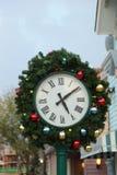圣诞节时钟和冷杉分支 图库摄影