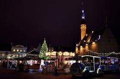 圣诞节时间在塔林,爱沙尼亚 圣诞节公平在老镇 免版税图库摄影