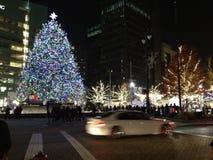 圣诞节时间在城市 免版税库存照片