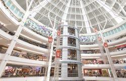 圣诞节时间在Suria KLCC,马来西亚的首要的商城 库存图片