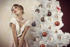 圣诞节时间的被狂喜的女孩 免版税库存图片