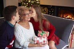 圣诞节时间祖母 免版税库存照片