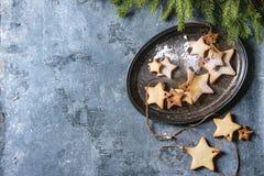圣诞节星形状糖屑曲奇饼 免版税库存图片