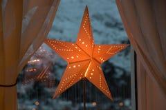 圣诞节星纸红色光亮的艺术 免版税库存照片
