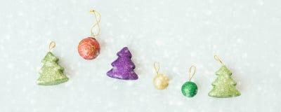 圣诞节星装饰汇集雪秋天,欢乐题材全景横幅背景 在视图之上 免版税库存照片