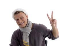 圣诞节显示微笑的年轻人的帽子人 库存照片
