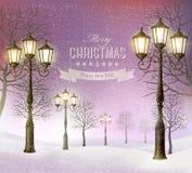 圣诞节晚上与葡萄酒路灯柱的冬天风景 免版税库存图片