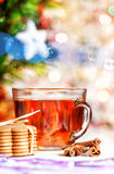 圣诞节曲奇饼、香料和茶 免版税库存照片