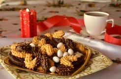 圣诞节曲奇饼和咖啡的图象的可爱的关闭 免版税库存图片