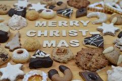 圣诞节曲奇饼和圣诞快乐 库存图片