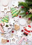 圣诞节曲奇饼和圣诞树 免版税库存图片