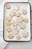 圣诞节曲奇饼星 免版税库存照片