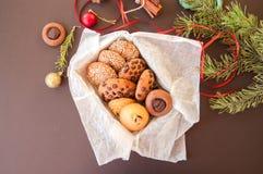圣诞节曲奇饼礼物盒 自创欢乐烘烤概念,冷杉 免版税库存图片