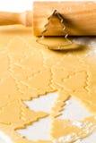 圣诞节曲奇饼面团烘烤甜点 免版税图库摄影