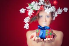 圣诞节有树发型和构成的,不可思议的神仙冬天妇女 库存图片