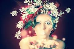 圣诞节有树发型和构成的,不可思议的神仙冬天妇女 免版税库存图片